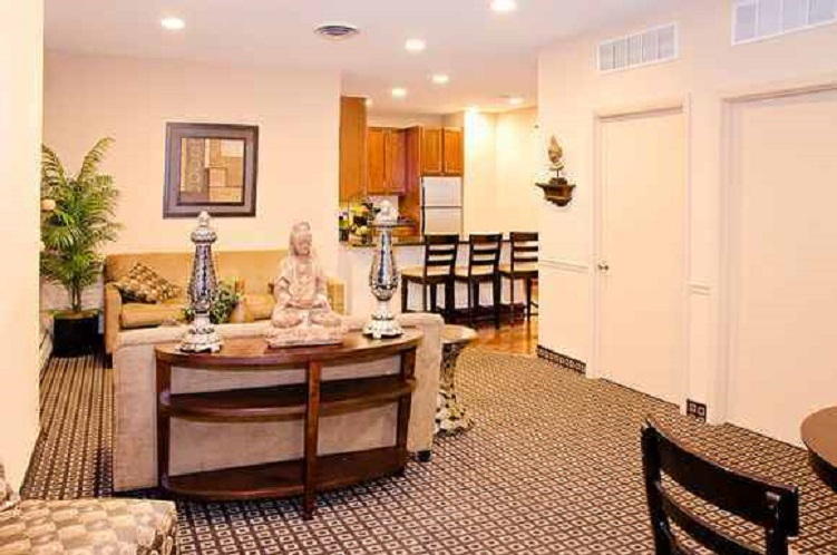 2-bedroom apartment, Oglesby Towers Apartments, Chicago. Image via RENTCafe