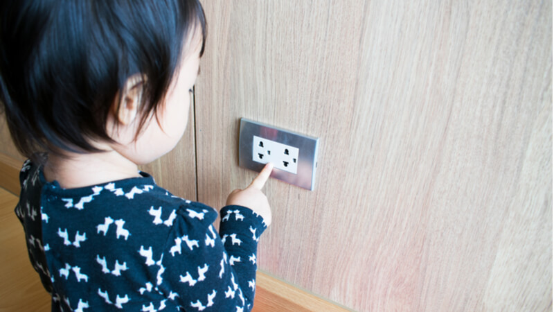kid_reaching_electrical_outlet
