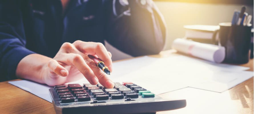 person_calculating_expenses_finance