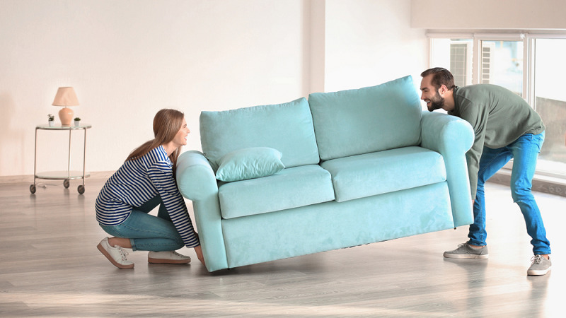 moving_expensive_sofa_in_rental_apartment